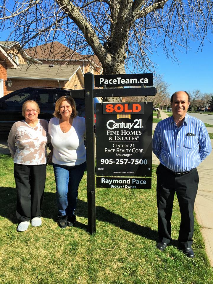 Happy Sellers in Clearview, Oakville